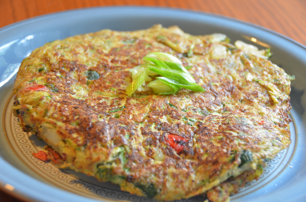 Mexican Zucchini Fritters - Low carb, gluten free, grain free, dairy free. Follow guesswhoscooking.com on Twitter @guesswhoscookin and on Pinterest www.pinterest.com/guesswhoscookin
