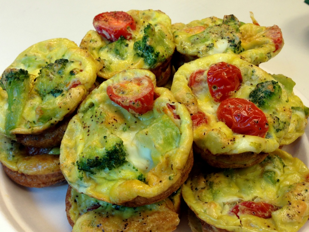 Egg Muffins (AKA Mini Frittatas or Omelet Muffins) | a healthy, quick, easy breakfast | Low carb, high protein, high vegetable recipe | Guess Who's Cooking.