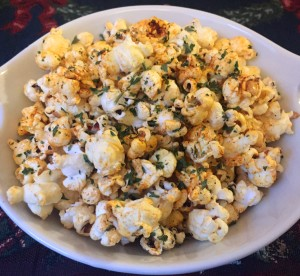 Holiday Paprika Popcorn | Healthy, plant-based, vegan, gluten-free, dairy-free, easy, great for Christmas | guesswhoscooking.com